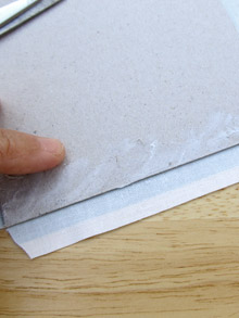 Fabric-covered concertina book: spread the glue to the edge