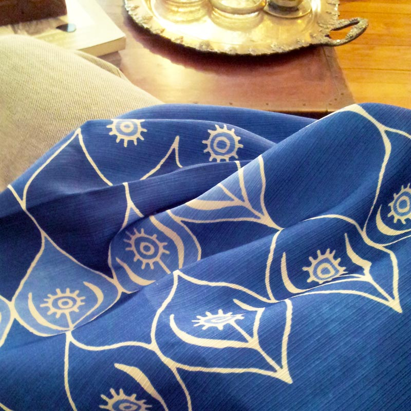 Fabric pattern: Ogee Garden (blue) by Penina
