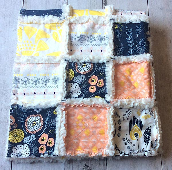 Whitney Hurst - The Cuddly Quilt - Navy & Peach Rag Quilt
